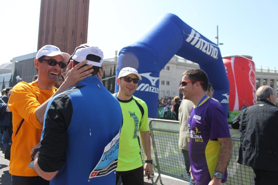 Morlaco's Team tras la llegada en el Maraton de Barcelona