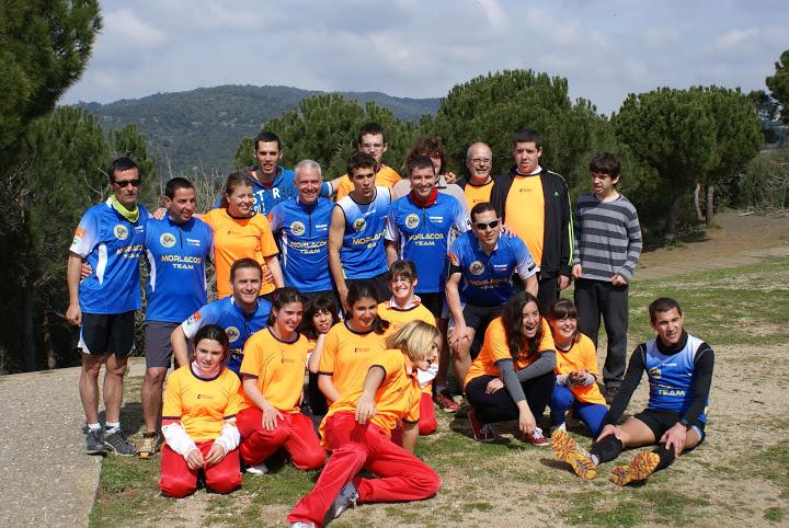 Jordi y parte del team con los chavales de la Associacio ENCERT