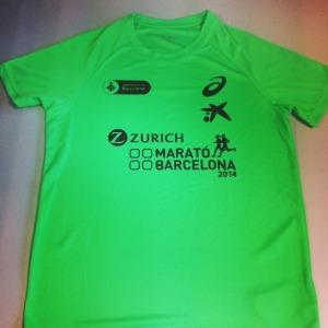 La camiseta que ha desatado  la indignación de los inscritos en el Marató de Barcelona