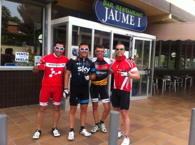 De derecha a izquierda: Fabian, Jose, Esteban y yo en Tarragona