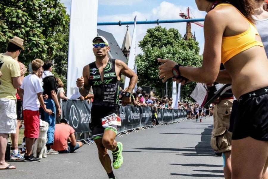 Jordi Matos entrando en meta.