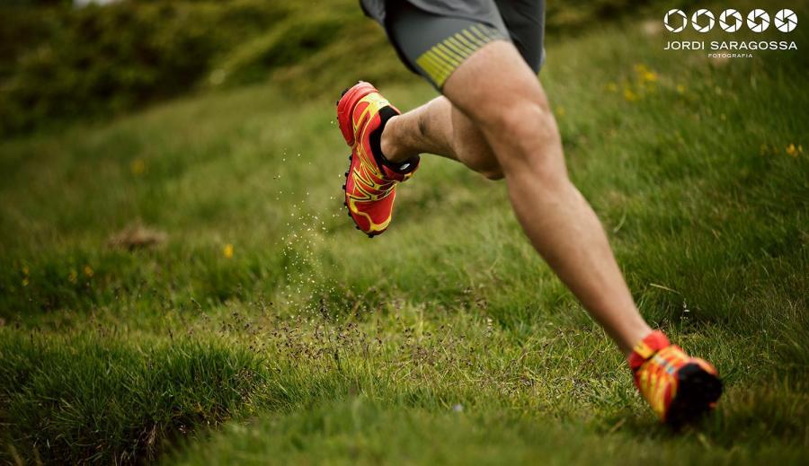 Corriendo por montaña lo harás por sitios increíbles. (Imagen de Jordi Saragossa).