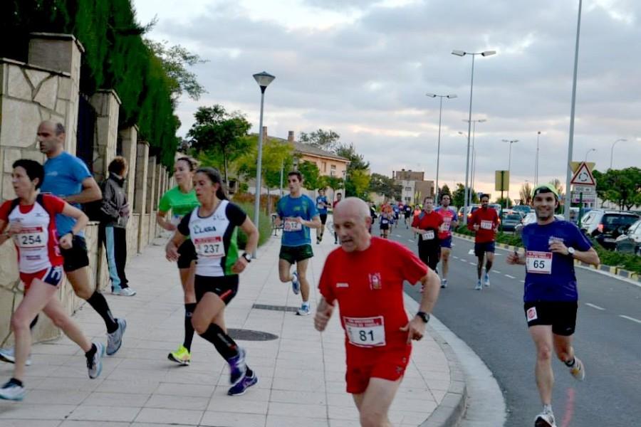 Un grupo de corredores recortando en una curva. Por lastima, algo habitual.