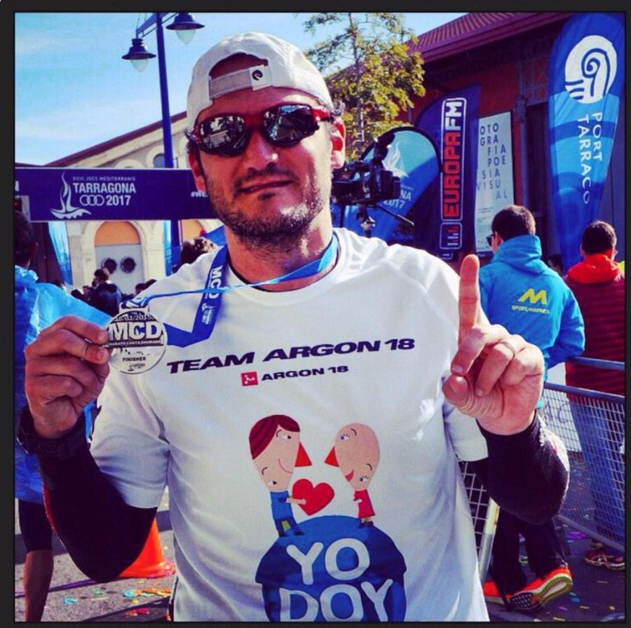 Victor tras su primer maratón. Ayudadnos a darle toda la difusión posible!!