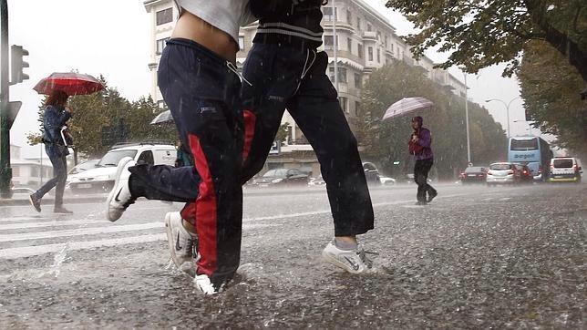 Aunque corramos para no mojarnos, no nos multarán por ello