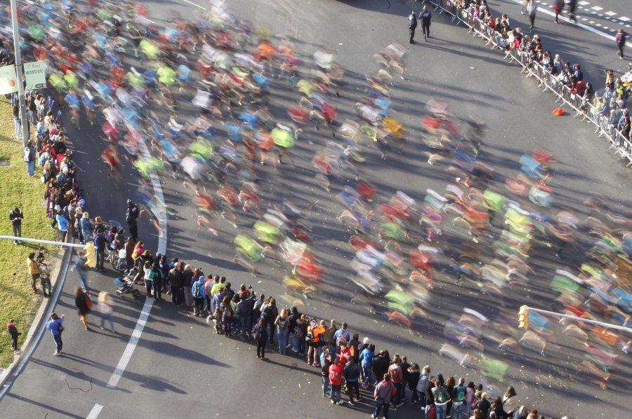 GRA001 BARCELONA, 13/03/2016.- Aspecto de la 38ª edición del Zurich Maratón de Barcelona, que bate todos sus récords de participación con 20.400 corredores en la línea de salida y con una representación africana de alto nivel que intenta batir el récord de la prueba. EFE/Marta Pérez